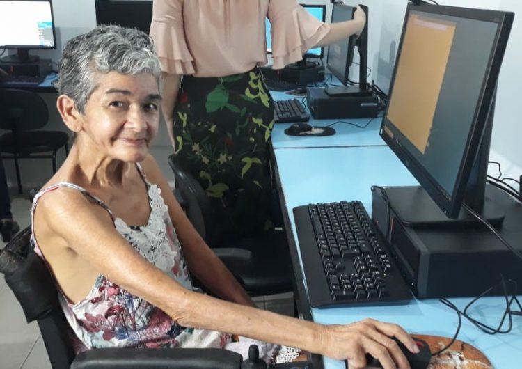 """""""Agora terei as minhas redes sociais"""", diz moradora do abrigo São José"""