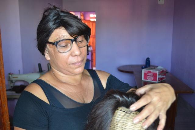 Abandonada pelos pais, vítima de escalpelamento cria 9 filhos e lidera associação