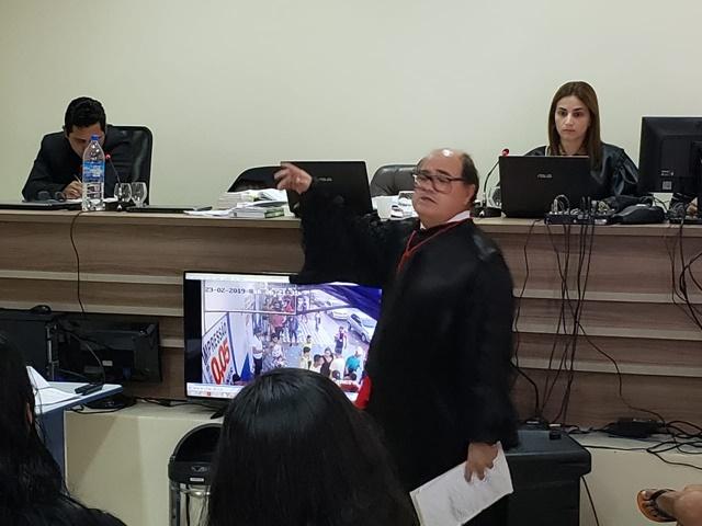 Acusado de participar da morte de garota em bar 24h é julgado