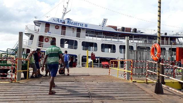 Após quase 3 dias à deriva, passageiros de navio chegam ao Amapá