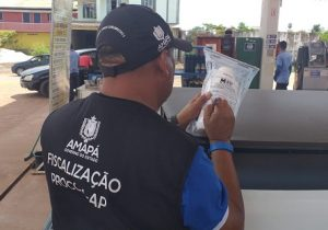 Procon encontra gasolina alterada e interdita posto
