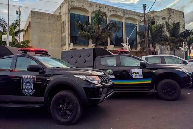 Waldez entrega viaturas, armas e anuncia presídio de segurança máxima