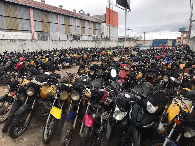 """Mais de 800 veículos foram apreendidos fazendo """"lotação"""" em 2019"""
