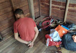 Autor de homicídio é localizado, quebra tornozeleira e foge; comparsa é preso