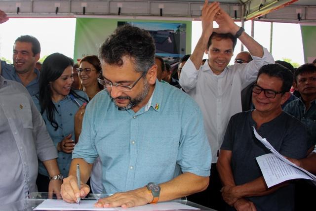 """""""Vamos acelerar e entregar até o fim do ano"""", diz Clécio sobre obra no Glicério Marques"""