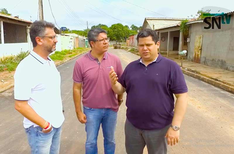"""Pela 1ª vez, asfalto chega a ruas """"esquecidas"""" na zona norte de Macapá"""