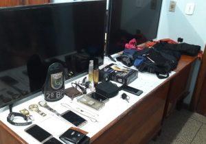 PM rastreia celular e prende bando que aterrorizou família em assalto