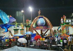 Apesar da chuva e atraso, escolas dão show na 1ª noite de desfiles em Macapá