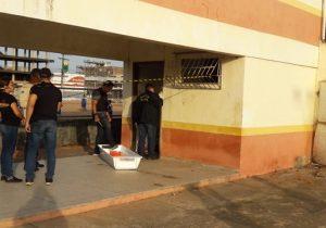 Pedindo socorro, assaltante baleado morre em banheiro público