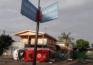 Motorista de picape morre após colidir com ambulância