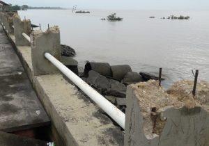 PM recupera tubos de ferro furtados do muro de arrimo de Macapá