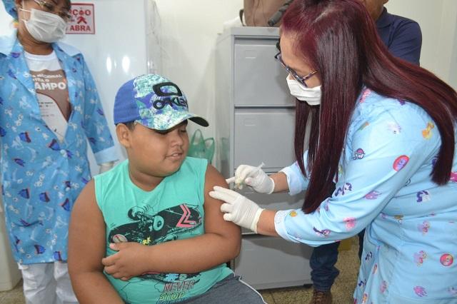 """""""Dia D"""" de vacinação contra o sarampo tem grande procura pela população"""