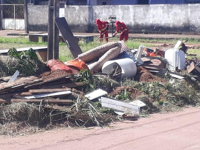 Prefeitura procura 'sujões' para aplicar multa por despejo de lixo em praça
