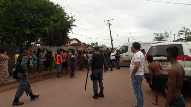 Assaltante em fuga atira contra policiais e morre