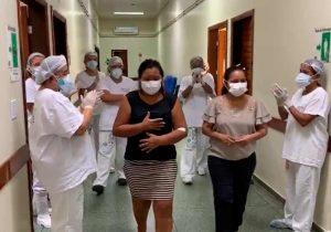 Pacientes curadas são aplaudidas ao receberem alta no Amapá