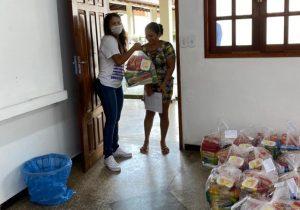 Carregadores do Porto e famílias recebem cestas básicas em Santana