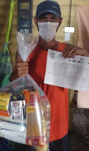 Garçom que começou a pescar para família comer recebe doação