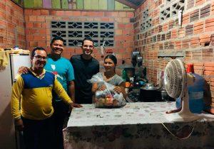 Adventistas levam alimentos a famílias afetadas pela crise do covid-19