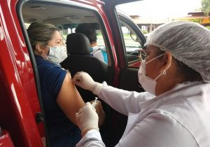 Vacinação contra gripe busca imunizar professores e adultos de 55 a 59 anos