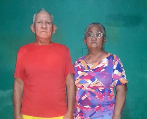 Casal idoso chora e pede ajuda para retornar ao Amapá
