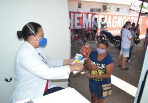 """""""Vans-farmácia"""" distribuem 250 mil medicamentos para covid em Macapá"""