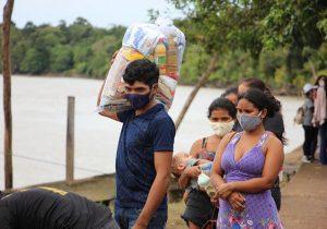 Com alta incidência de covid-19, Bailique recebe cestas de alimentos