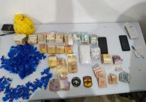 Casal é preso com drogas e R$ 68 mil; dinheiro estava até em vaso sanitário