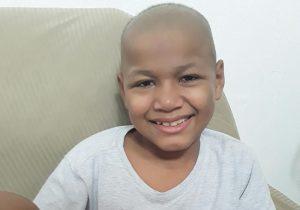 Família luta para tratar o câncer do filho há 1 ano fora do Amapá