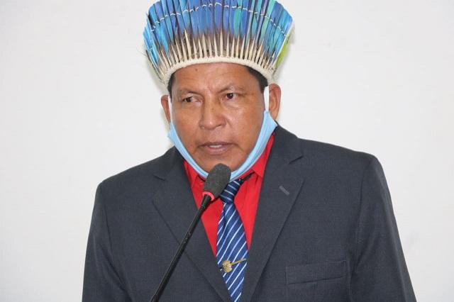 Prefeito indígena assume oficialmente e mira reabertura do comércio