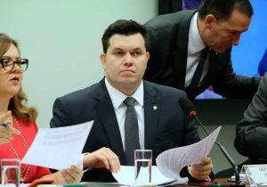 Deputado repudia fake news sobre voto contrário em auxílio emergencial