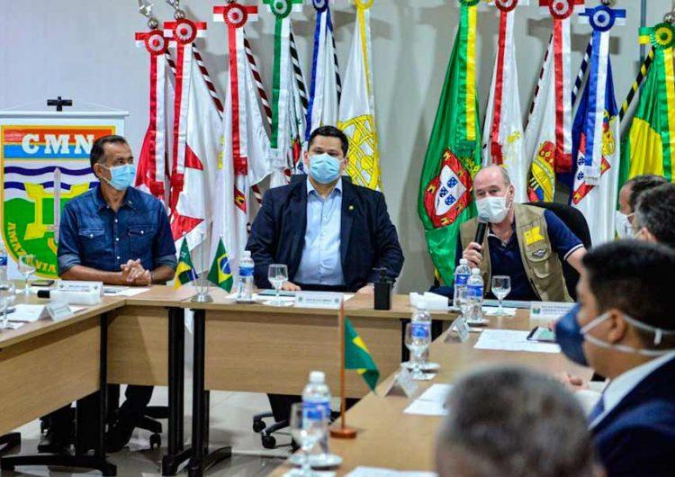 Com ministro da Defesa, Davi anuncia doação de área do Exército para novo pronto-socorro