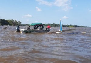 Avião faz pouso forçado no Rio Amazonas