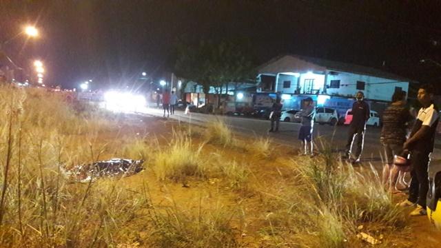 Homem morre após ser arremessado por carro em rodovia