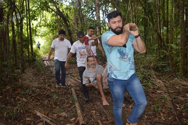 Abandonado quando criança, médico se torna 'herói' de enfermos no Amapá
