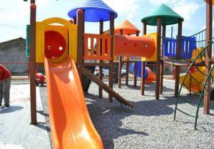 Bairros das zonas norte e sul de Macapá ganham parques infantis