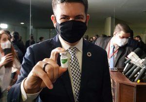 CoronaVac: com eficácia comprovada, Randolfe articula vacina para municípios