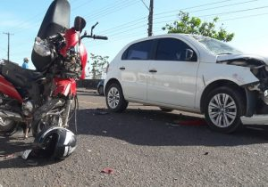 Colisão frontal deixa piloto de moto gravemente ferido