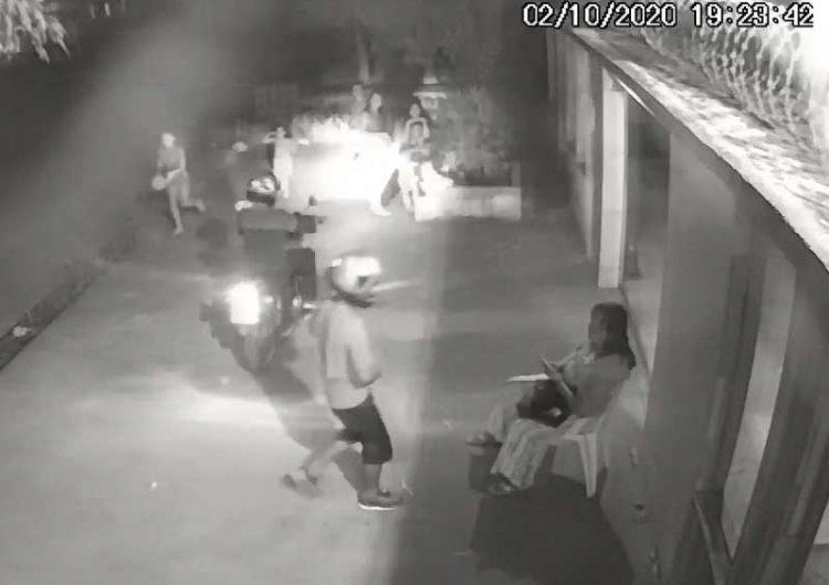 Dupla assalta mulher e crianças durante brincadeira