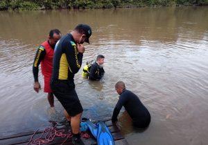 Jovem que saiu para jogar futebol com amigos morre após mergulhar em rio