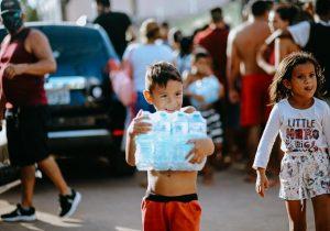 Famílias carentes recebem 4 mil litros de água em Macapá