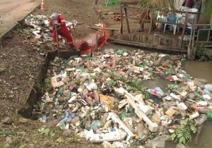 230 toneladas de lixo entupiam canais e bueiros