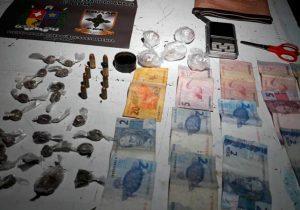 Denúncia anônima leva à apreensão de drogas e munições