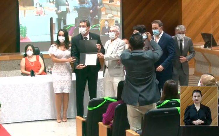 Em cerimônia inédita, Furlan é diplomado