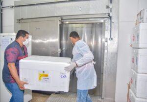 Doses de AstraZeneca vão imunizar profissionais de linha de frente