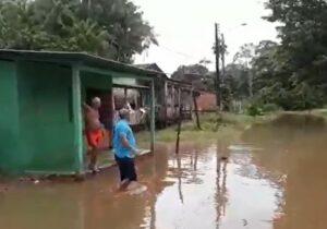 Calçoene: centenas de casas ficam debaixo d'água após 4 dias de chuva