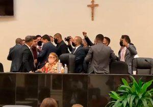 Após confusão, justiça suspende resultado da eleição na Câmara de Santana