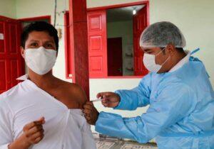 Fake news e distâncias: os desafios para vacinar indígenas em Oiapoque