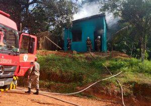 Homem agride pastor e tenta incendiar residência