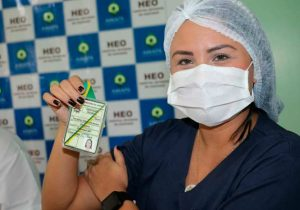 Médica indígena é a 1ª a ser vacinada em Oiapoque