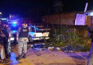 Tentativa de roubo termina com assaltantes mortos e policial ferido
